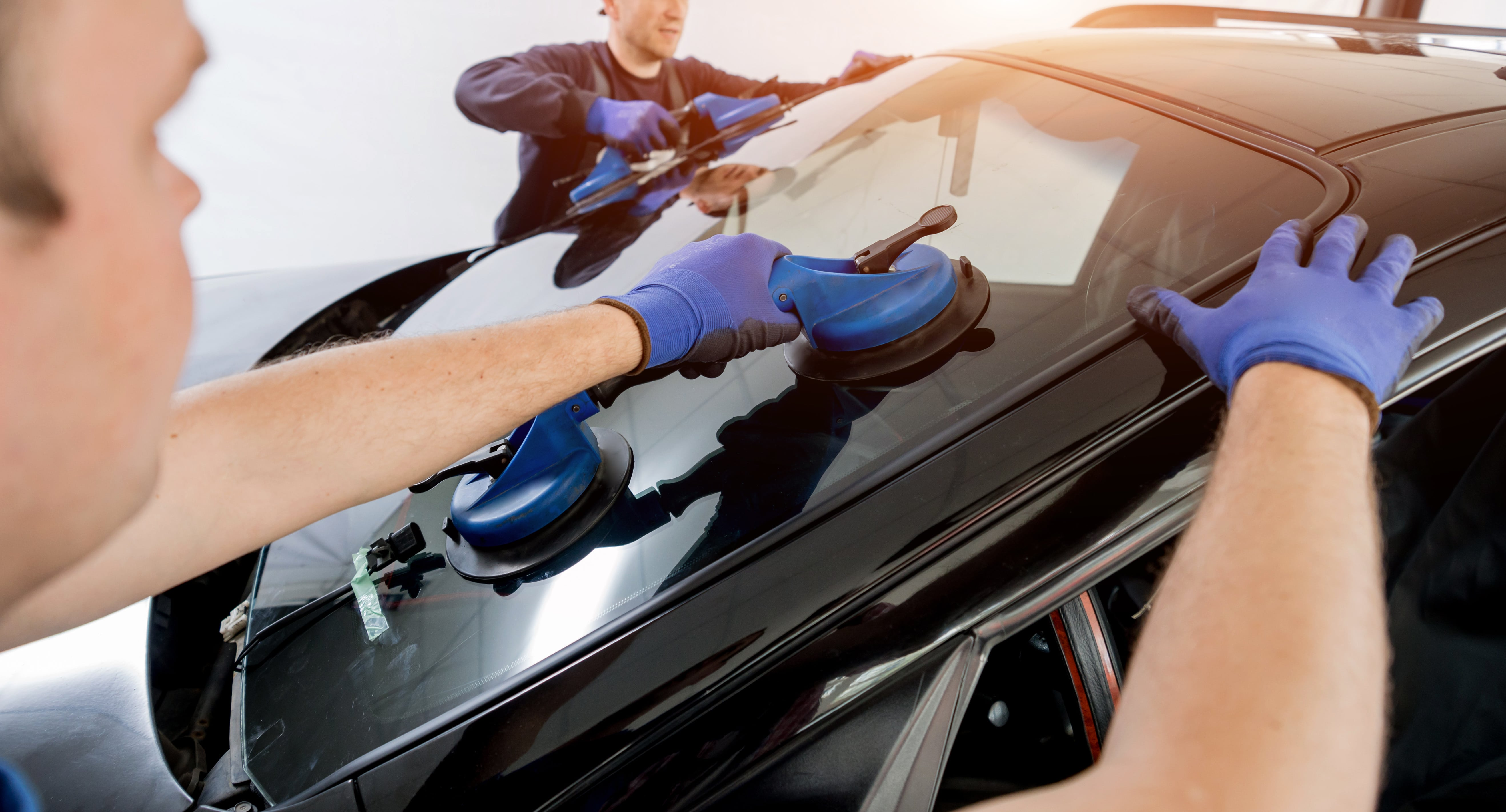 automobile-special-workers-replacing-windscreen-windshield