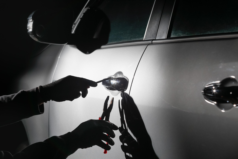 car-thief-using-tool-break-into