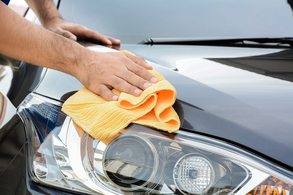 cleaning-your-car-with-cloth