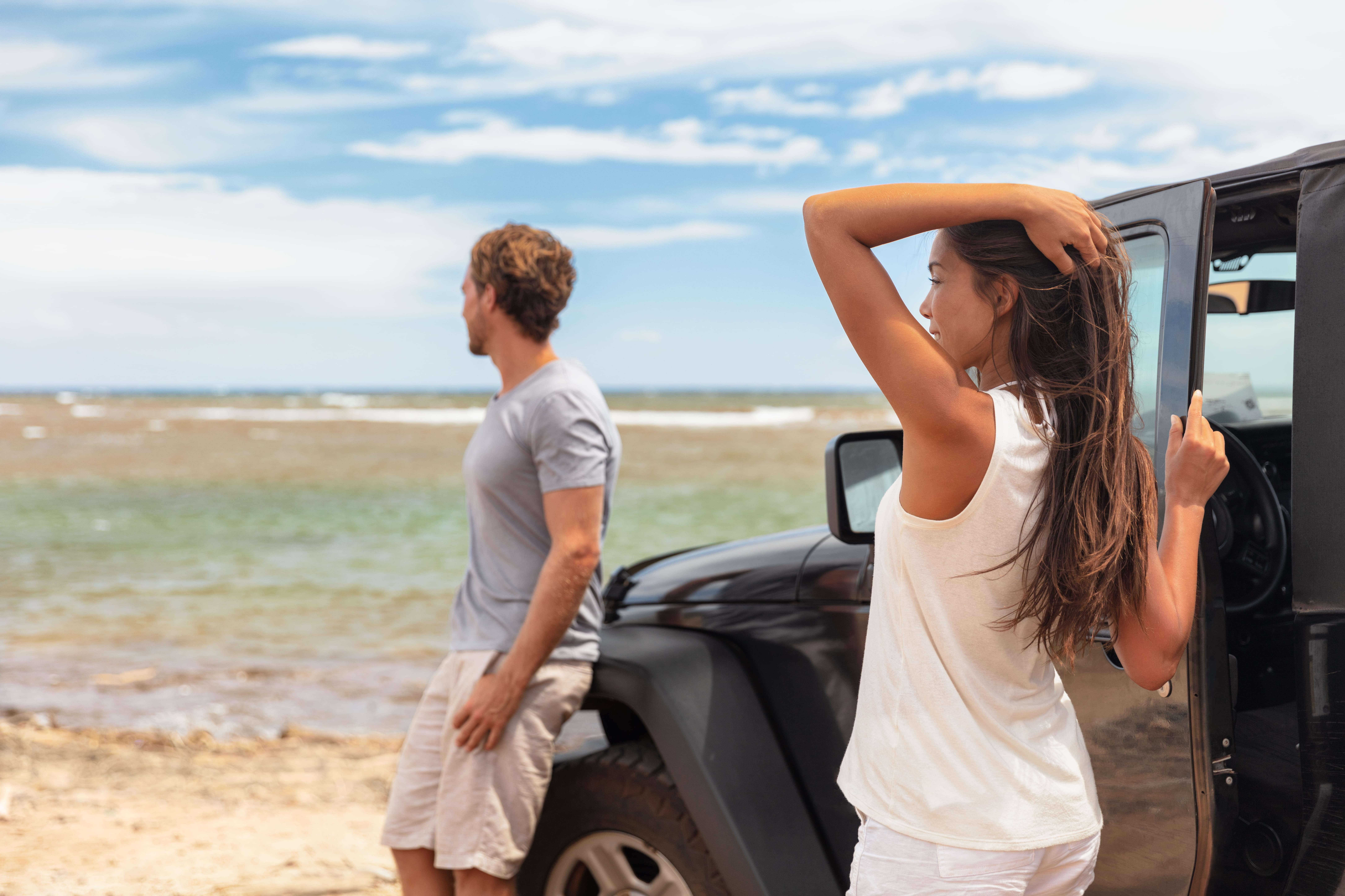 couple-on-road-trip-travel-holiday