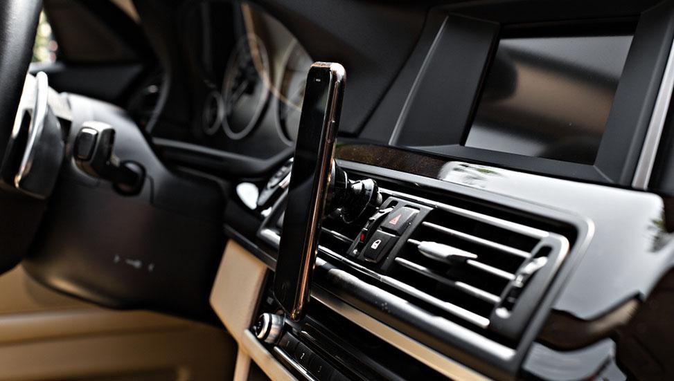 mobile-phone-on-magnet-car-mount